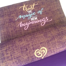 Trust The Magic Of New Beginnings - Herzteil Yogamatte