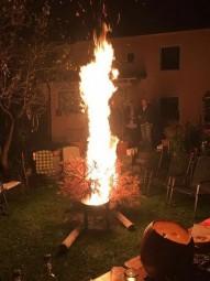 Herzteil privat - Glücksmomente & die Tradition im Oktober den Vorjahres Christbaum zu verbrennen