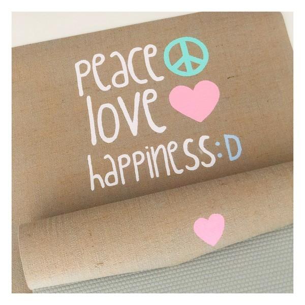 Peace Love Happiness Yogamatte von Herzteil