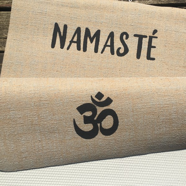 pure-line-namaste-yogamatte-by-herzteil5b327383a1347